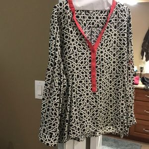 Black/white blouse, touch of coral, 2xl Umgee